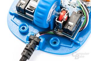 Qualität zum Wegschauen: Geknickte Kabel und fehlende Isolierungen