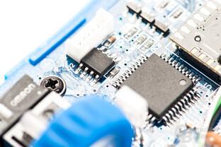 Blick auf den FM24C128A EEPROM – 128 kB ermöglichen 5 intern abgelegte Profile