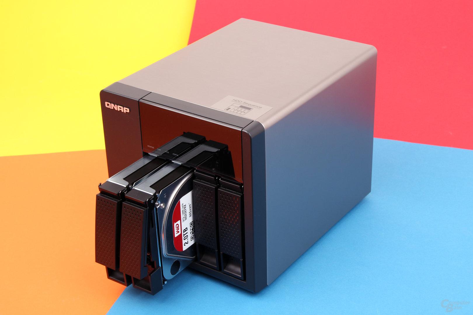 QNAP TS-420 – Festplatteneinschübe