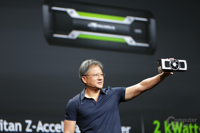Nvidia-CEO mit GeForce GTX Titan Z