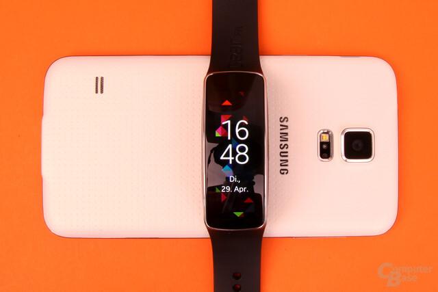 Samsung Gear Fit – Das Nexus Q fürs Handgelenk