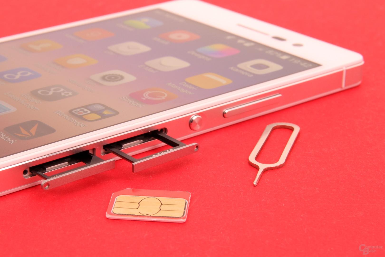 Fächer für Micro-SIM- und microSD-Karte