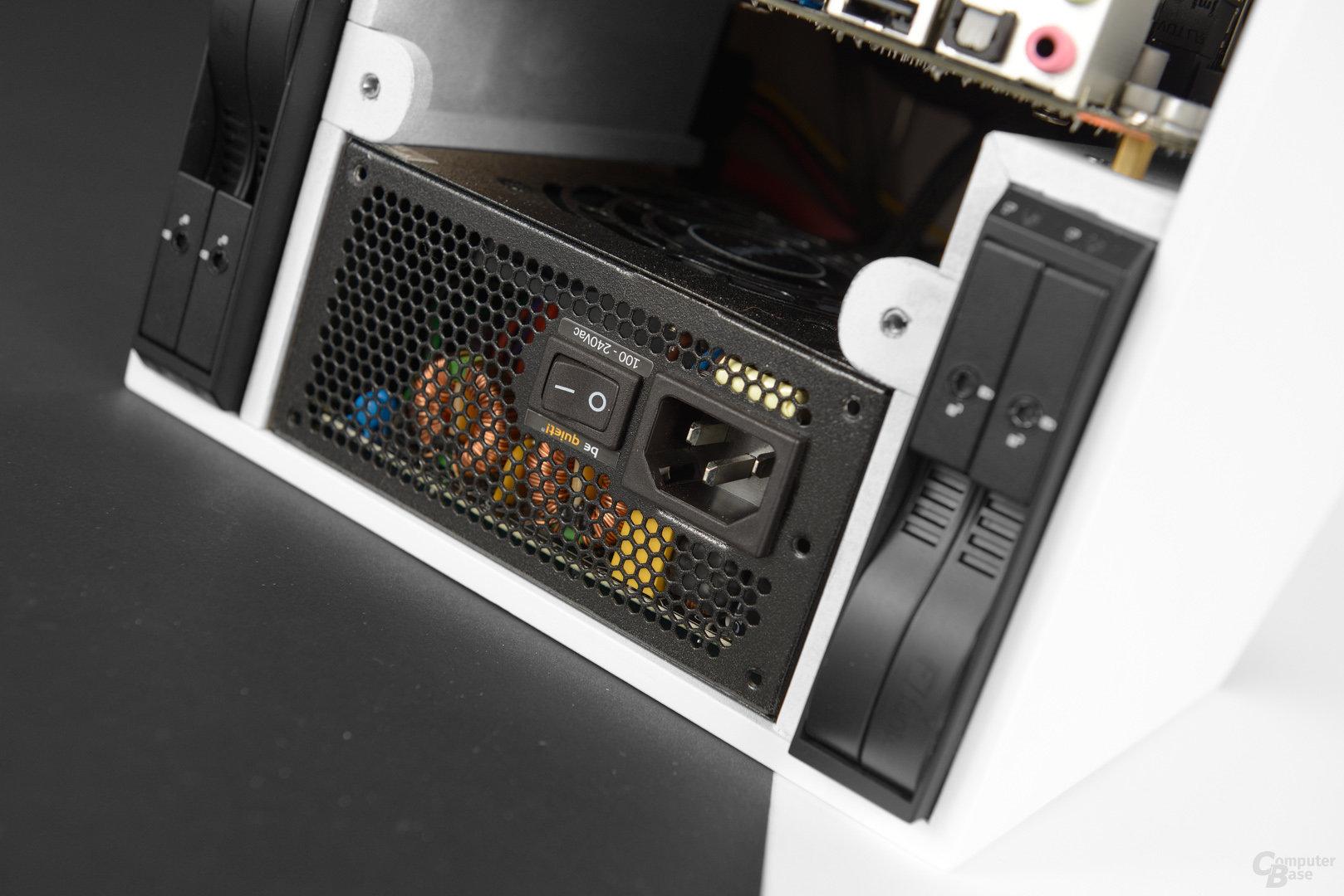 Inkubus 300µ - Netzteil auf seitlichen Trägern