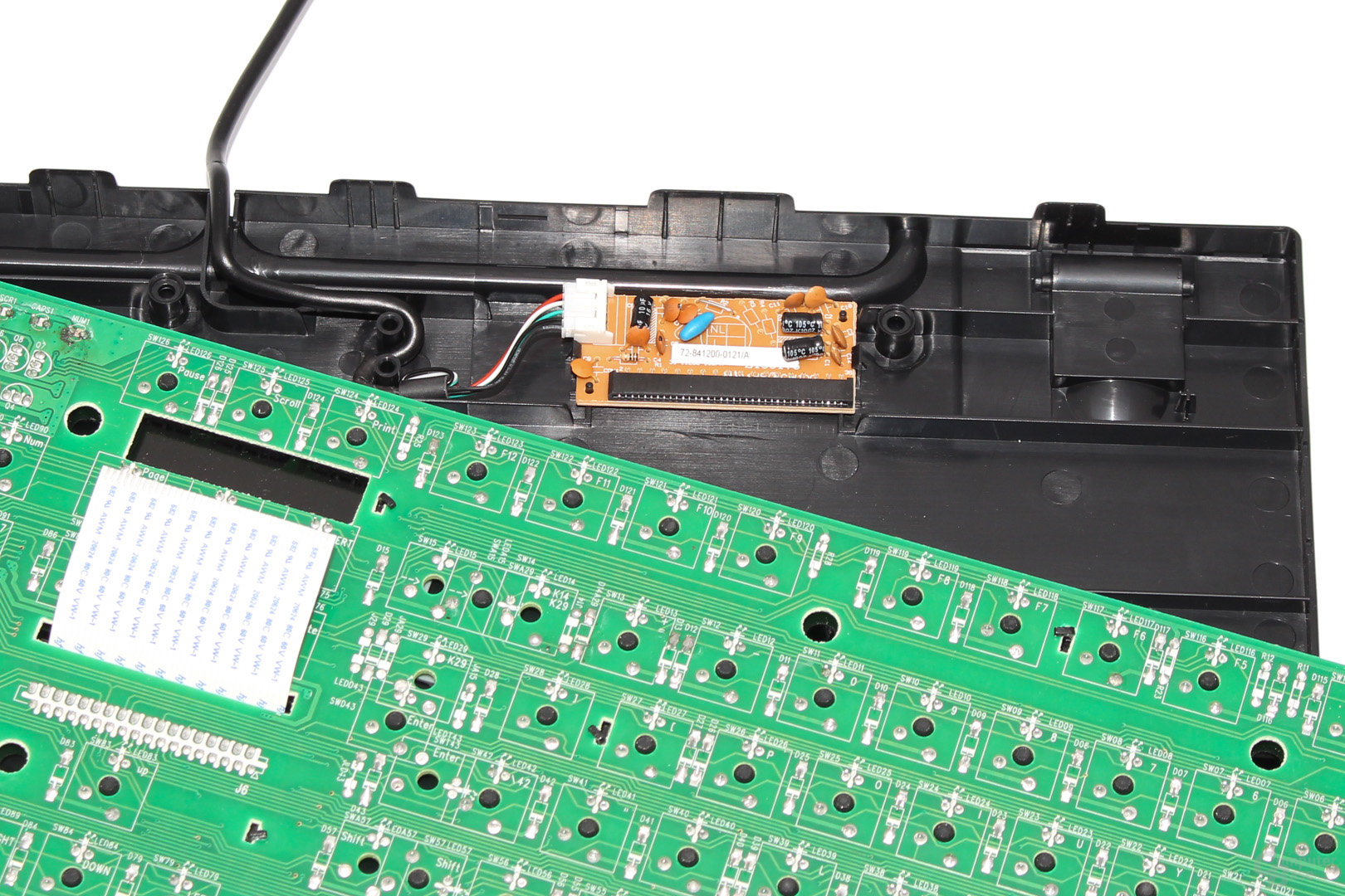 """Platine und PCB werden per """"Flat Flex""""-Kabel verbunden"""