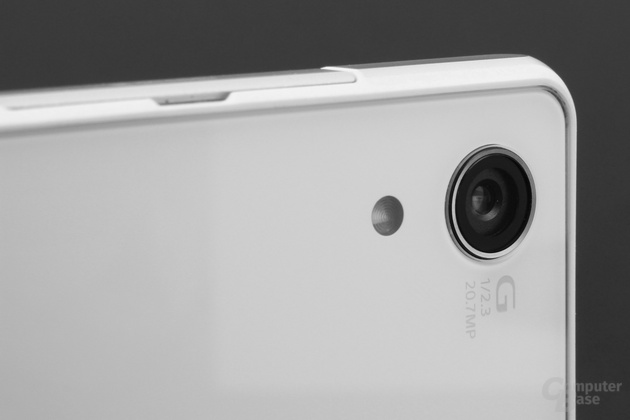 Kamera mit 20,7 Megapixeln, LED-Blitz, f/2,0-Blende und UHD-Video