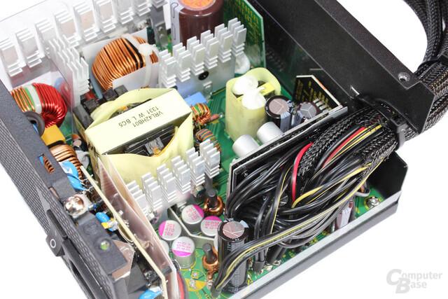 Antec TruePower Classic TP-550C: seitliche Ansicht der Elektronik