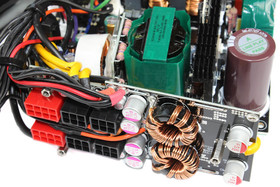 Thermaltake European Series London 550 Watt - DC-DC-Module auf der Kabelmanagementplatine