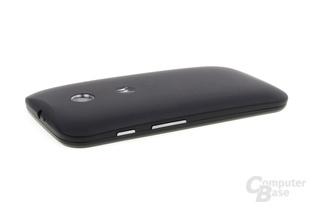 Motorola Moto E im Test: Abgerundete, weiche Rückseite mit Logo