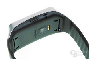 Seitlicher Knopf und Öse für Micro-USB-Ladeclip