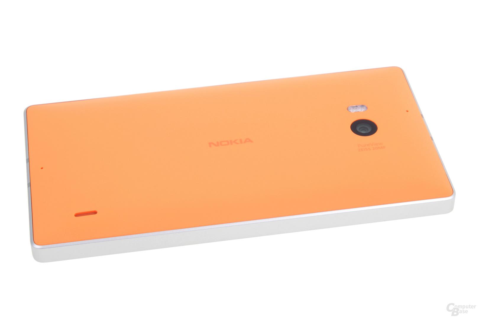 Das Lumia 930 kann kabellos auf einer Qi-Station geladen werden