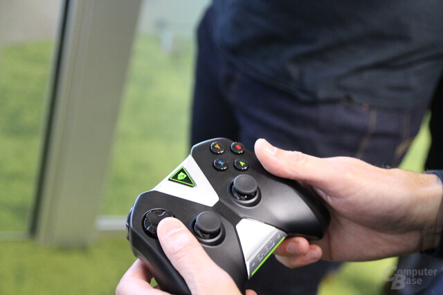 Nvidia Shield Tablet - Controller in Benutzung