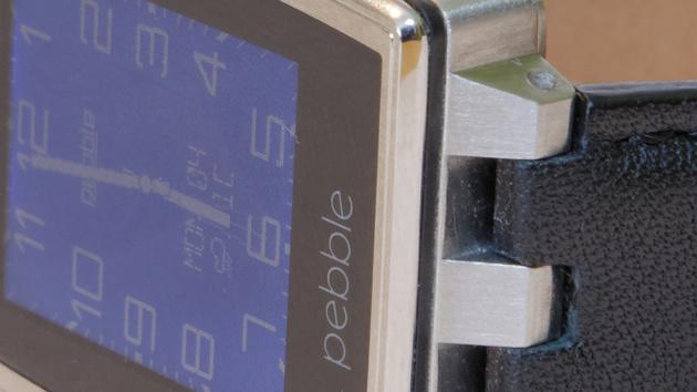 Pebble Steel vs. Android Wear: Smartwatch-Platzhirsch gegen Titelaspirant