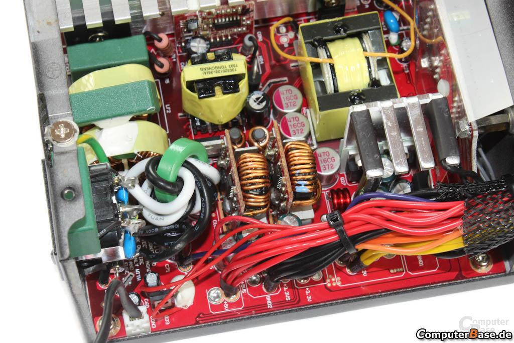 Cooler Master V450S - Sekundärseite im Detail