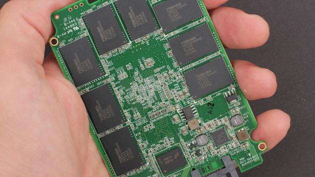 """AMD Radeon R7 SSD im Test: Die """"rote"""" OCZ im Test"""