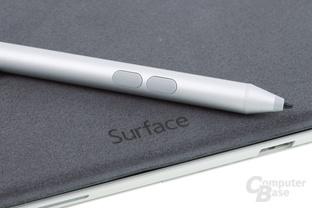 Stift auf Cover-Rückseite