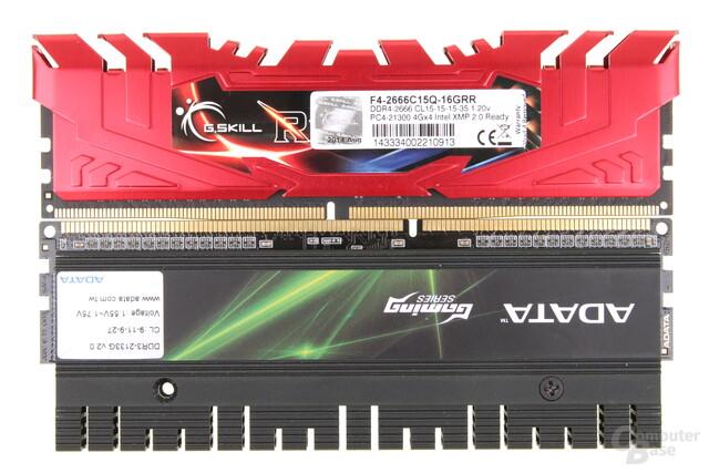 DDR4 (oben) hat mehr Kontakte, eine versetzte Kerbe und eine geschwungene Kontaktleiste
