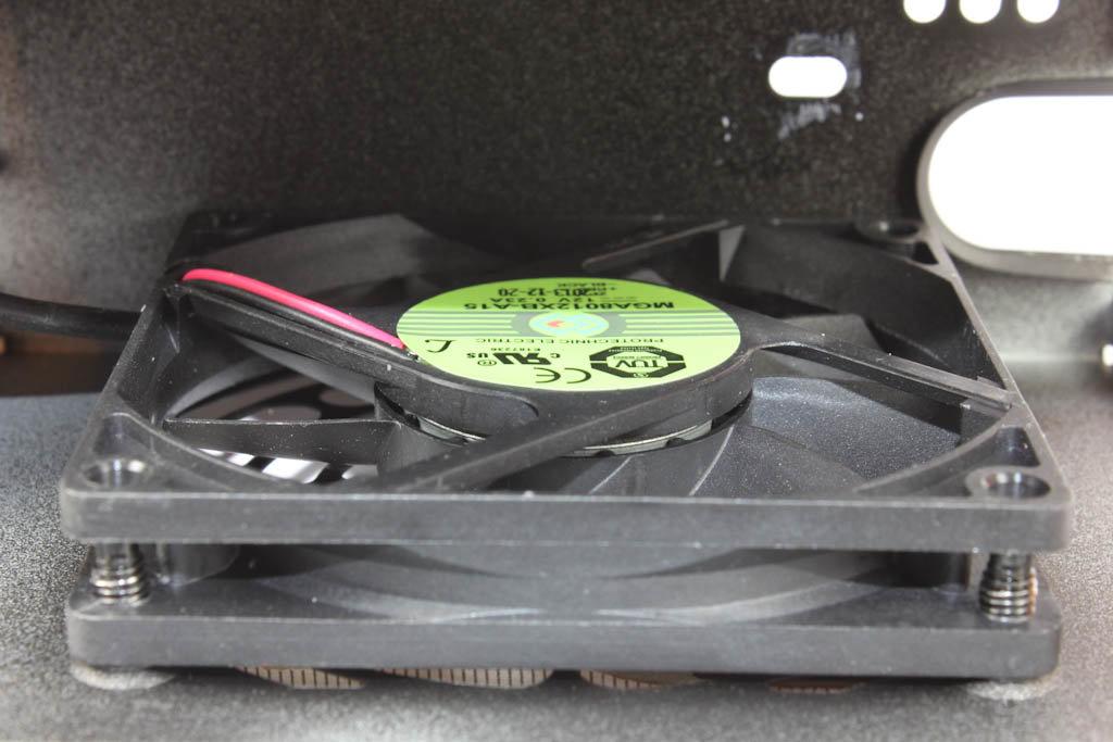 Kühlsystem mit Lüfter und Wärmeleitpasten-Rückstand