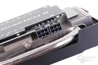 Zwei Mal 6-Pin dienen der Stromversorgung