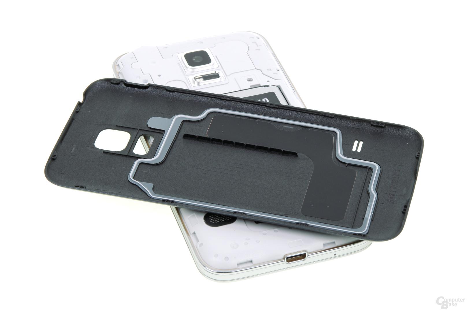 Das Innenleben ist auch ohne USB-Klappe gegen Wasser und Staub geschützt