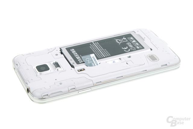 Typisch Samsung: Akku austauschbar, Speicher erweiterbar