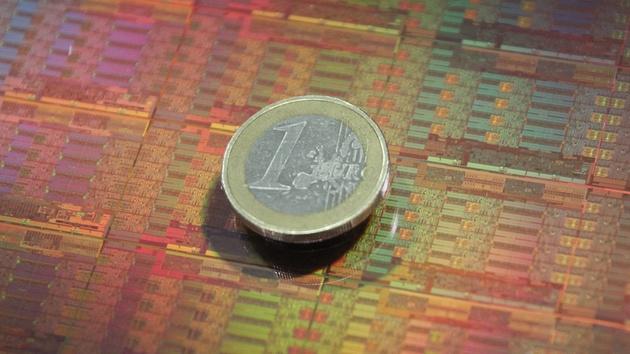 Intel Xeon E5-2600 v3: 18-Kern-CPU mit 5,69 Mrd. Transistoren auf 662 mm²