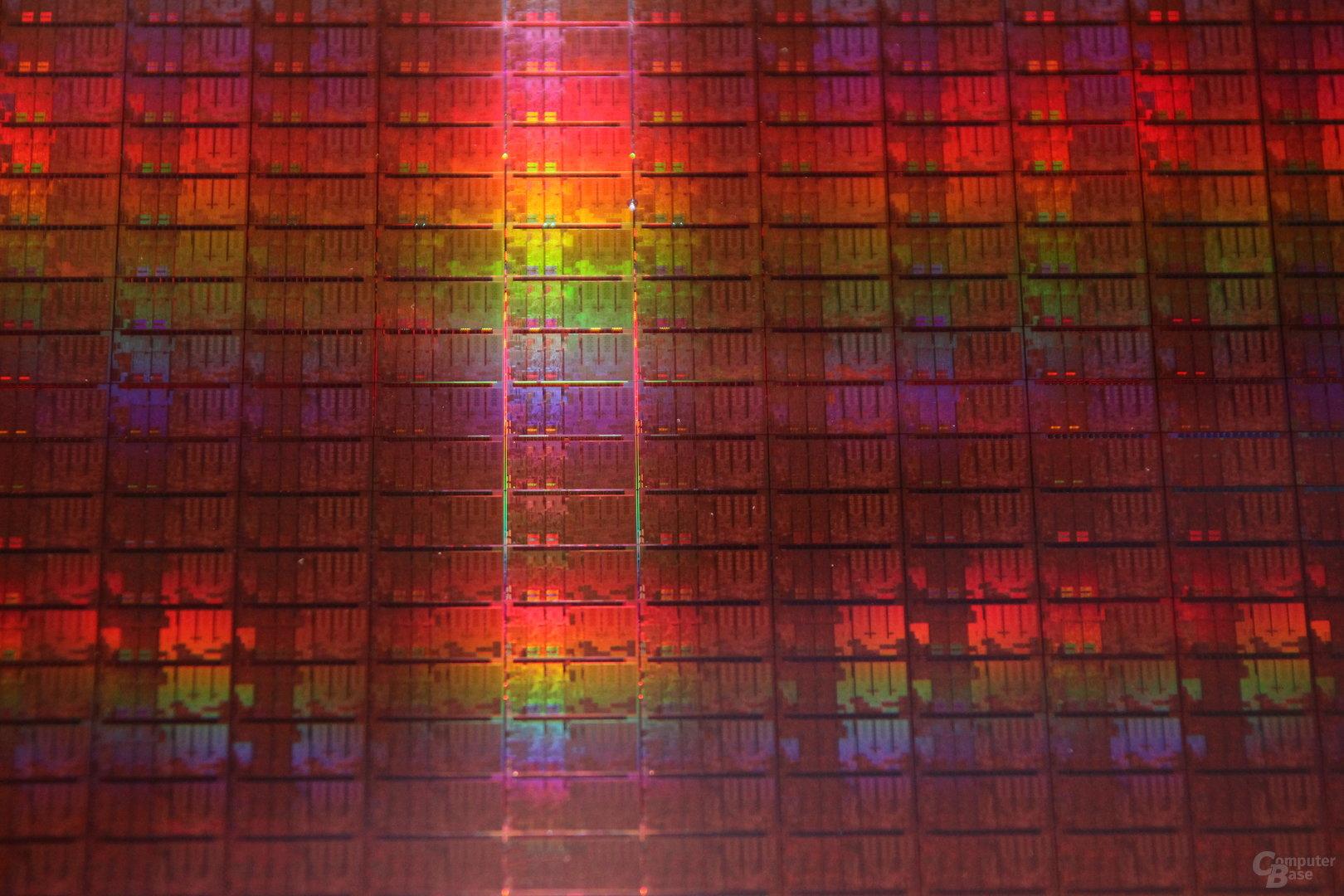 """14-nm-CPUs """"Broadwell-Y"""" auf 300-mm-Wafer"""