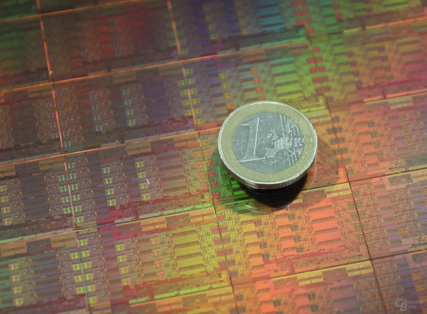 "Wafer mit Intels 18-Kern-Prozessor ""Haswell-EP"""
