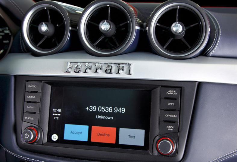 Apple CarPlay im Ferrari FF