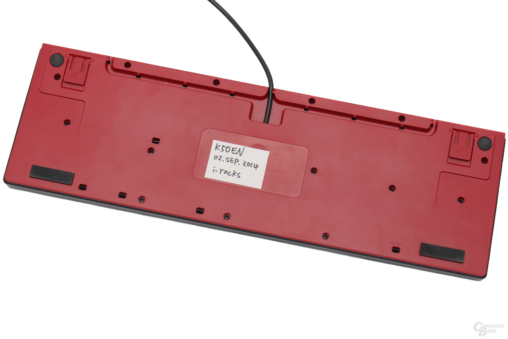 Alternative Kabelführungen und Flüssigkeitsabläufe auf der Unterseite