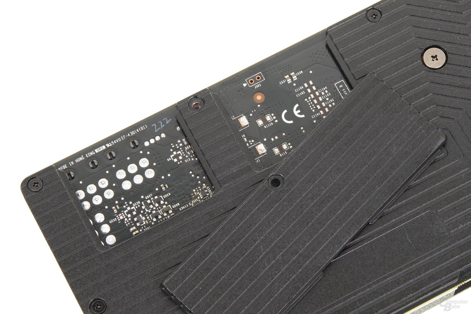 Ein Teil der Backplate lässt sich für den SLI-Betrieb entfernen