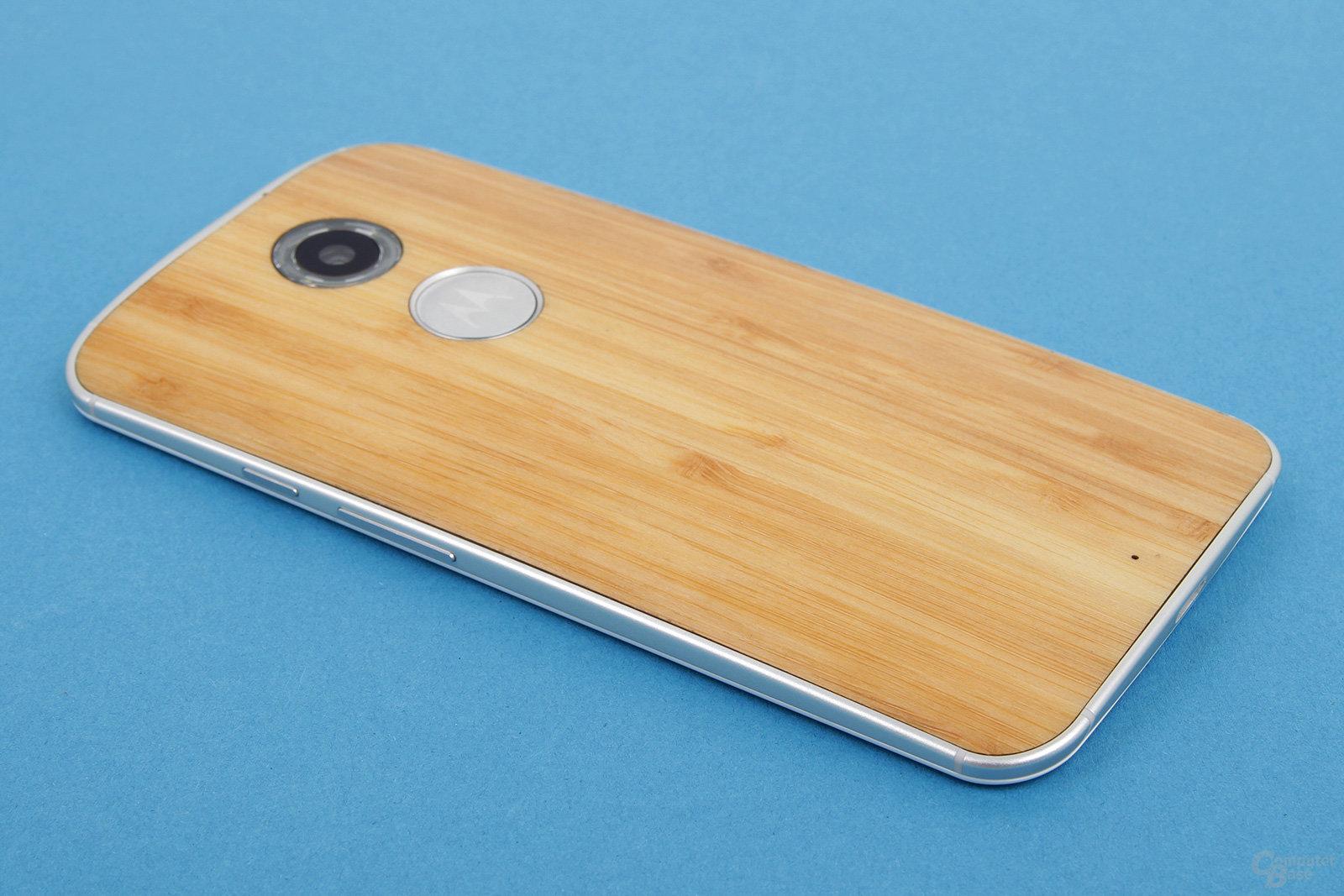 Motorola Moto X 2014 – Rückseite neben Holz nun auch in Leder
