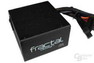 Fractal Design Integra M 450 Watt - Logo auf der Oberseite