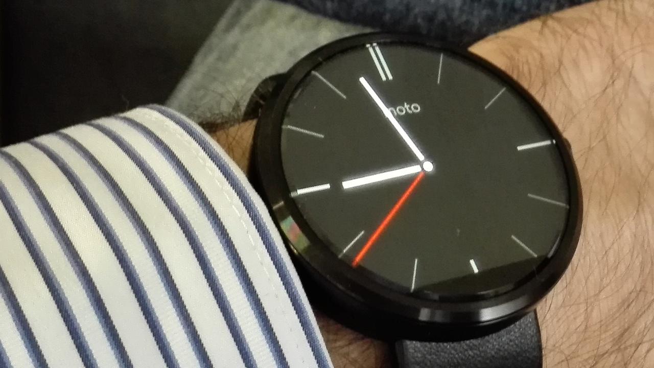 Motorola Moto 360 im Test: Kluge Uhr mit Hang zum Klassischen