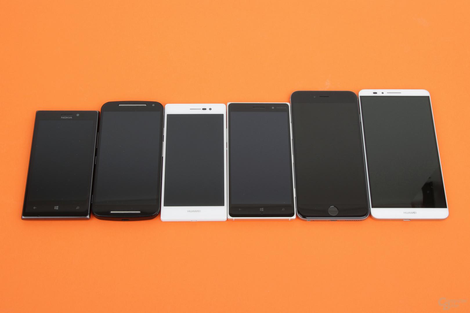 Größenvergleich: Nokia Lumia 925, Motorola Moto G, Huawei Ascend P7, Nokia Lumia 830, Apple iPhone 6 Plus, Huawei Ascend Mate 7