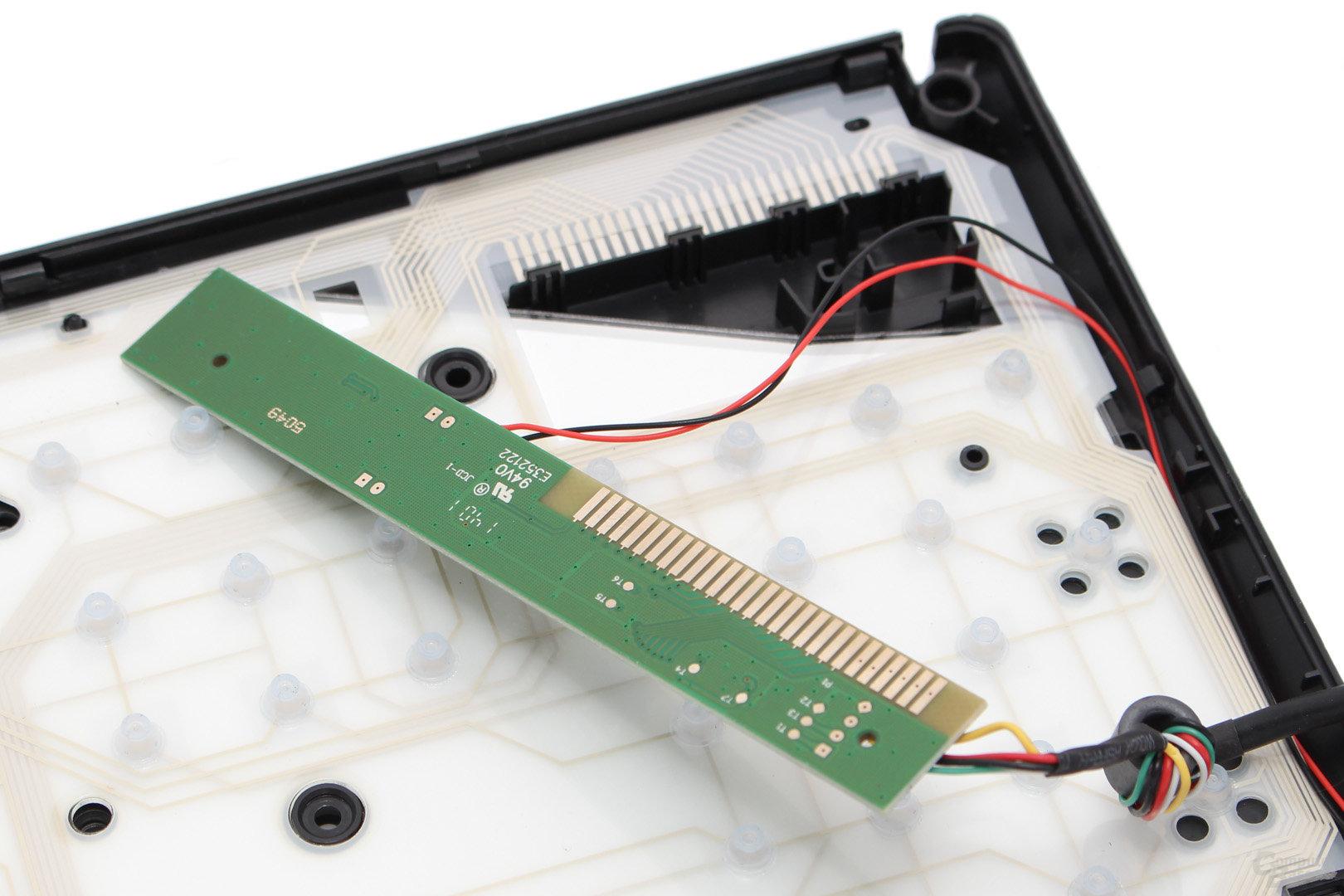 Rückseite des sauber eingepassten PCBs