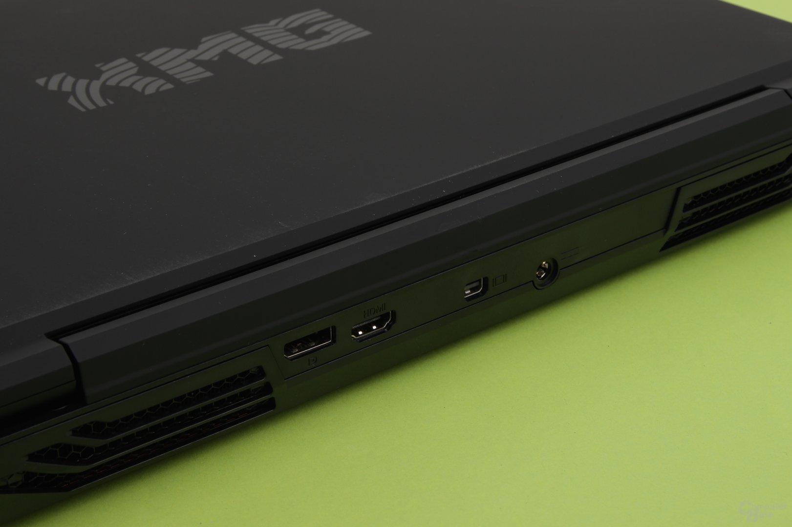 SchSchenker XMG P504 Pro – DisplayPort und HDMIorce GTX 980M