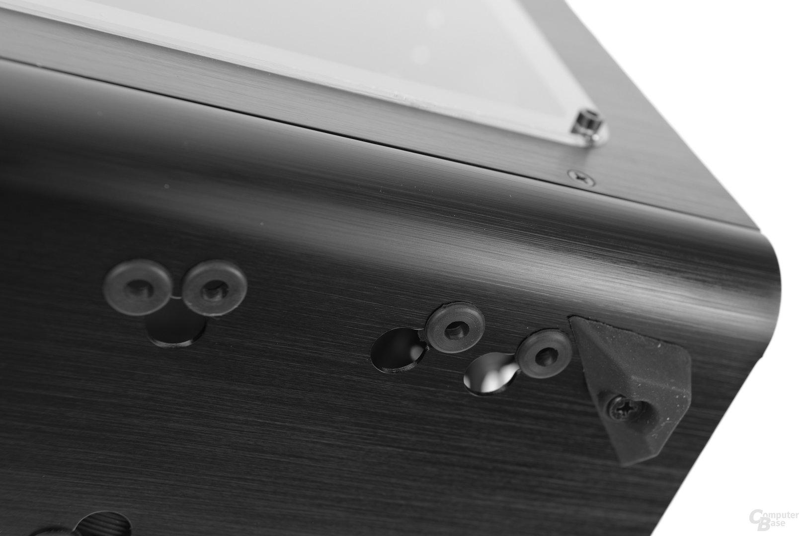 Raijintek Metis – Standfüße und Festplattenentkopplung