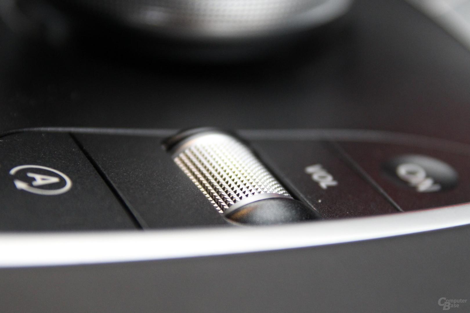 Drehregler für die Lautstärke in der Mittelkonsole