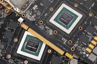 GeForce GTX 980 mit GM204-400-A1 (unten) und manli GeForce GTX 970 mit GM204-200-A1