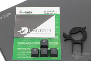 Lieferumfang: WASD-Tastenkappen, Tastenzieher im Ducky-Design und Kurzanleitung