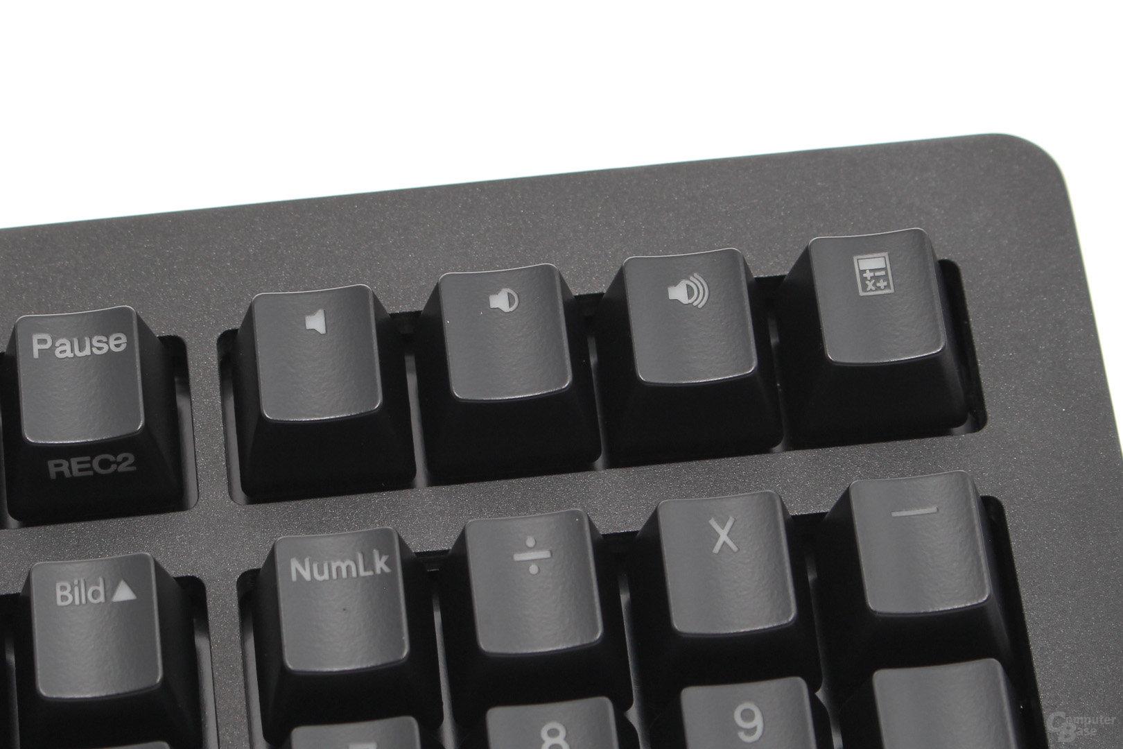 Vier Zusatztasten mit Rechner- und Lautstärke-Shortcuts über dem Nummernblock