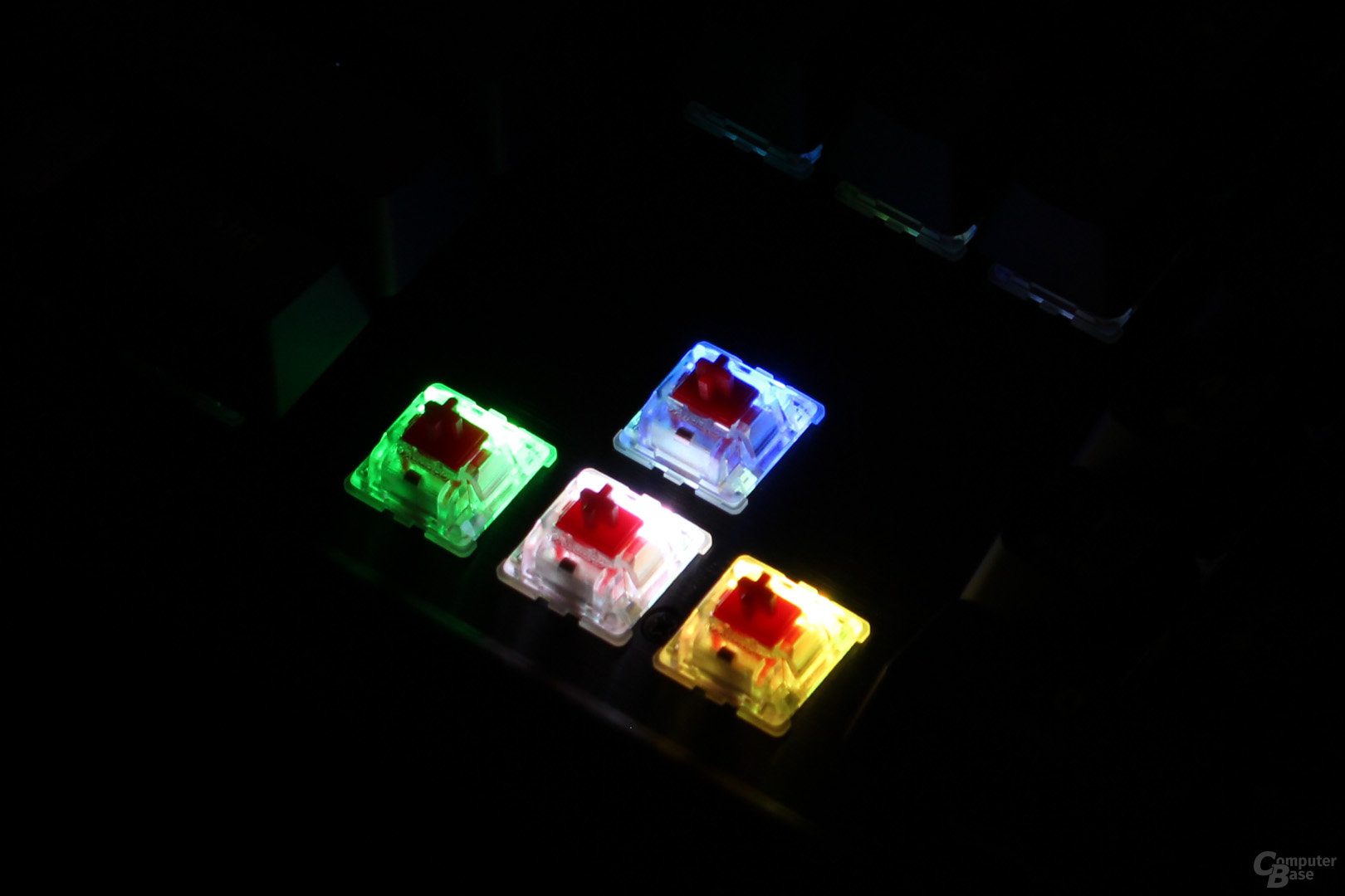 Unterhalb des Tasters befestigte LEDs verbessern die Ausleuchtung