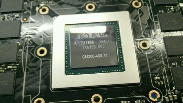 Nvidia GM200: Big Maxwell posiert neben 12 GB GDDR5