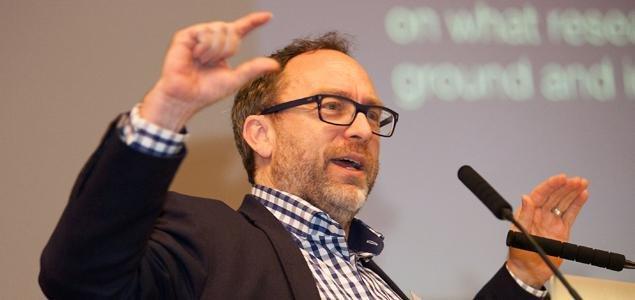 Jimmy Wales während der Bekanntmachung