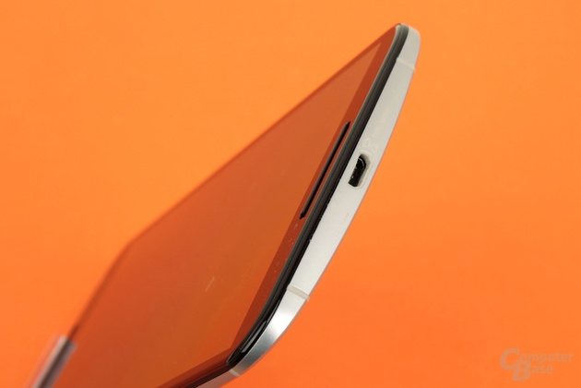 Das Nexus 6 wird per Micro-USB inkl. Schnellladefunktion oder kabellos geladen