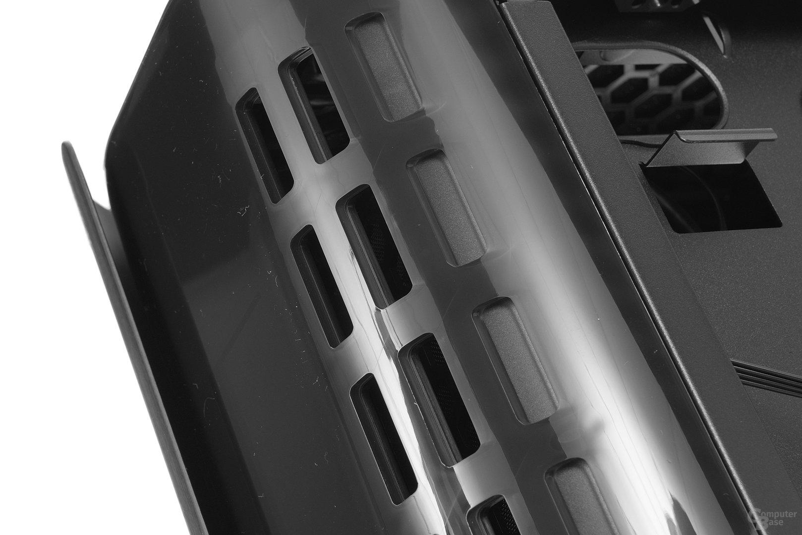 BitFenix Pandora – Lüftungsschlitze in der Front
