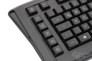 Sechs Makrotaster befinden sich linksseitig des Tastenfeldes