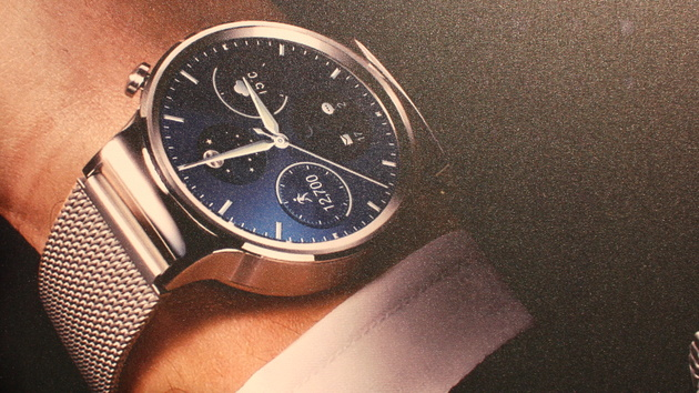 Huawei Watch: Runde Smartwatch mit Saphirglas und Android Wear