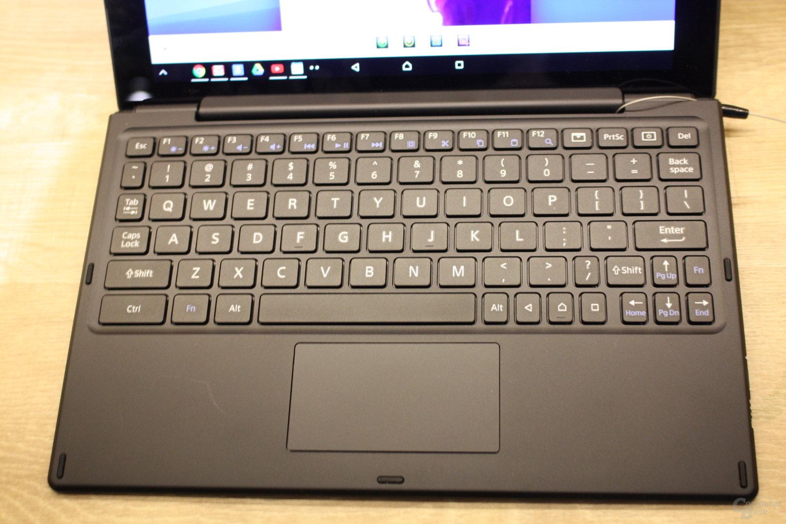 Sony Xperia Z4 Tablet mit Tastatur BKB50 ausprobiert