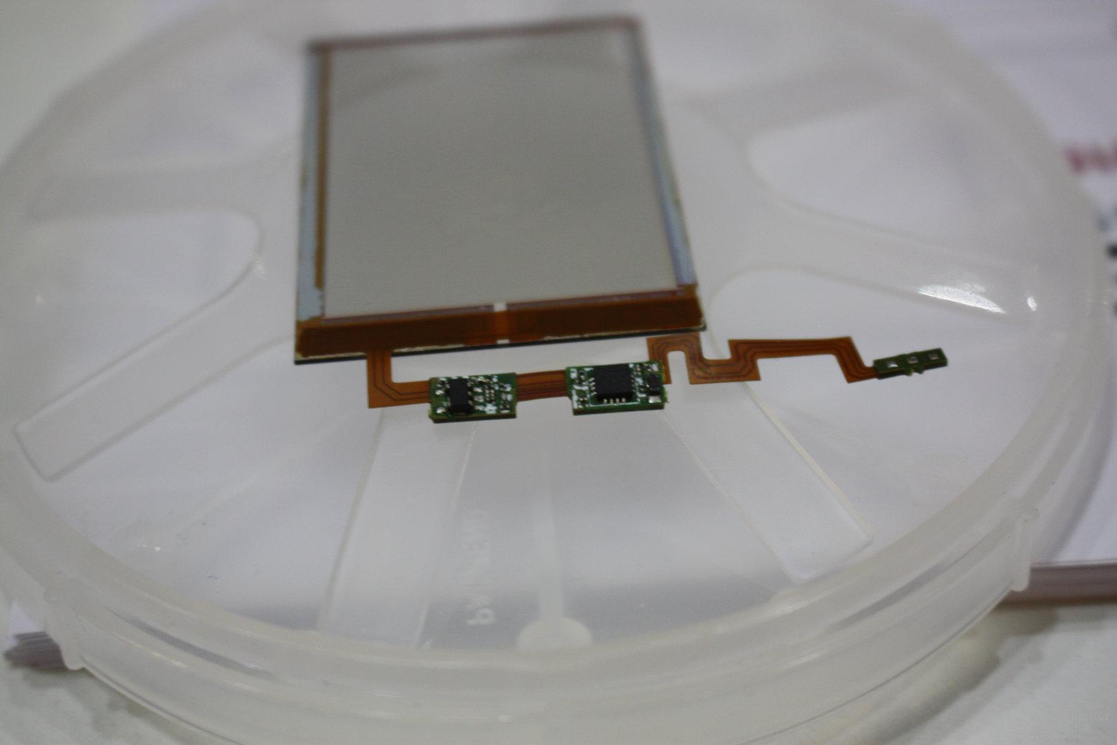 Solarpanel für den Einsatz unter dem Touchscreen